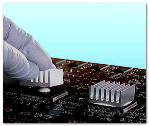 芯片与散热器间为什么一定要用到导热硅脂?